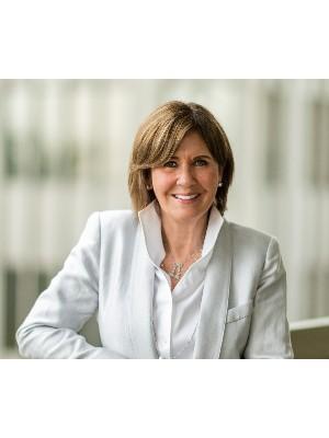 Elli Davis, Sales Representative - Toronto, ON