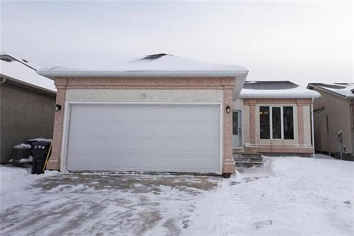 19 Cloverwood RD  Winnipeg, MB R3C 2C1
