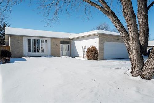 22 Royal Salinger RD  Winnipeg, MB R2J 2N9