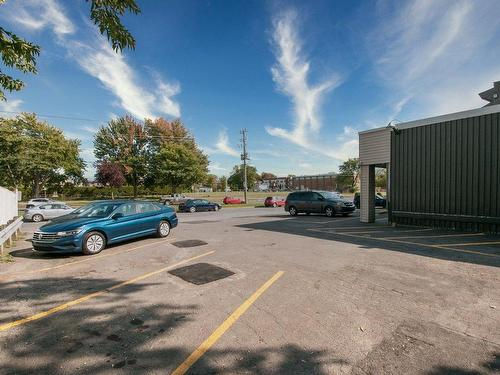 Parking - 136 Rue Larocque, Saint-Jean-Sur-Richelieu, QC