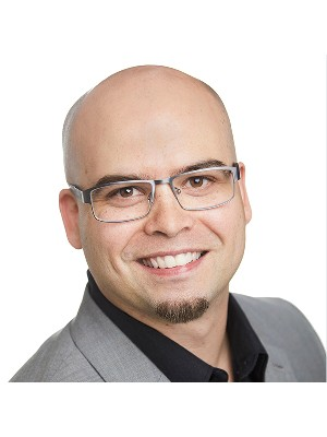Eric St-Pierre, Residential and Commercial Real Estate Broker - Montréal (Pointe-Claire), QC